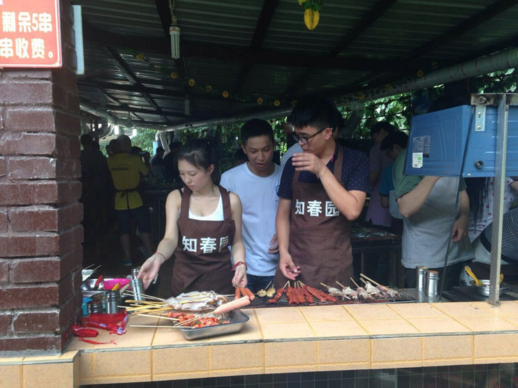 成都网站建设团队烤肉现场